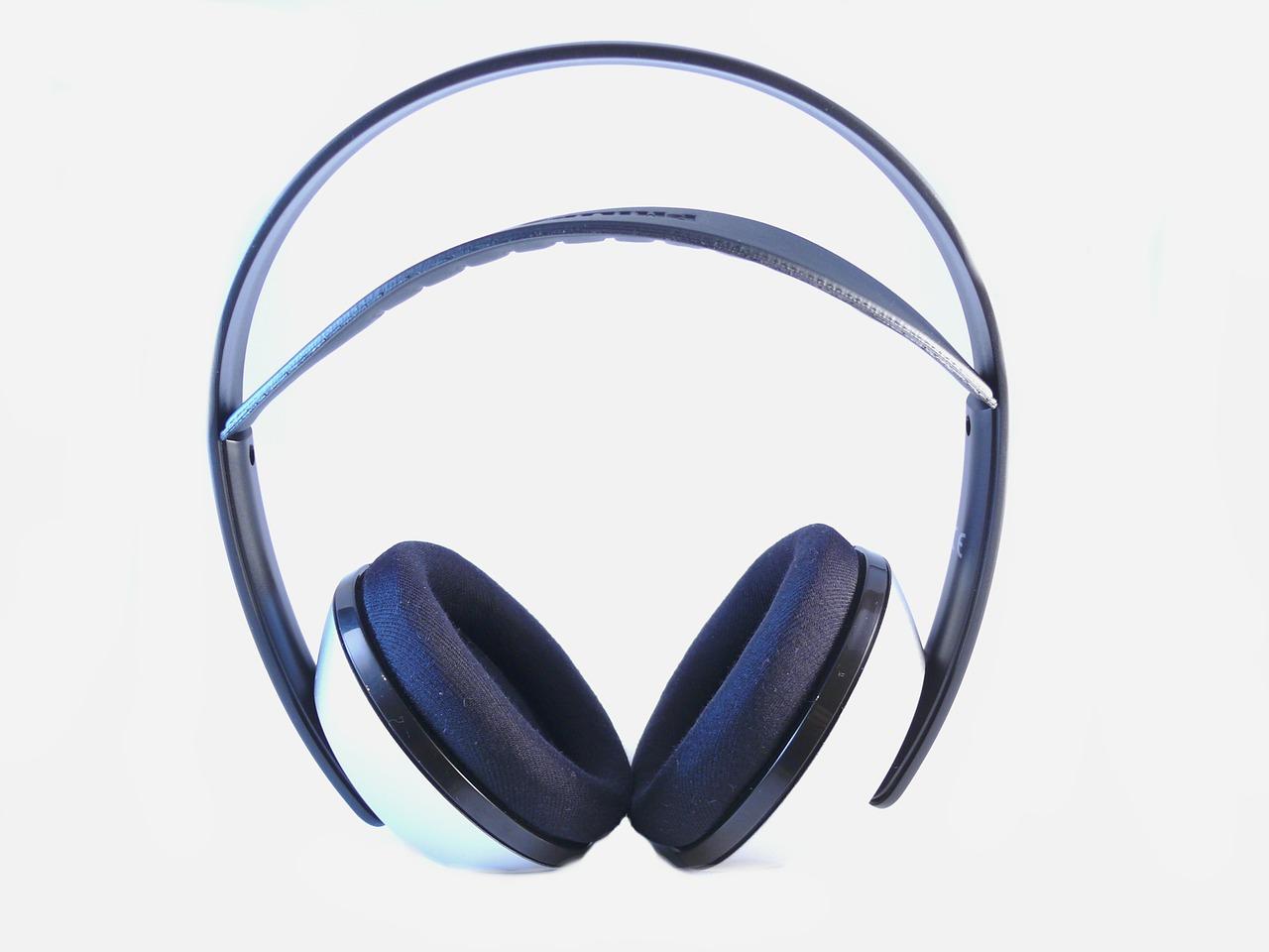 headphones-15600_1280